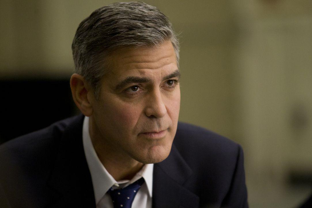 Noch ist Stephen Meyers von Gouverneur Mike Morris'(George Clooney) Idealen und moralischer Integrität überzeugt ... - Bildquelle: Saeed Adyani 2011 IDES FILM HOLDINGS, LLC. ALL RIGHTS RESERVED.