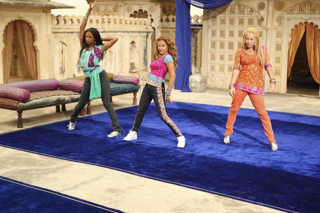 Zwischen den Cheetah Girls (v. r. n. l.: Kiely Williams, Adrienne Bailon, Sabrina Bryan) kommt es zu Spannungen: Nur eine kann die Hauptrolle in dem... - Bildquelle: Disney - ABC - ESPN Television