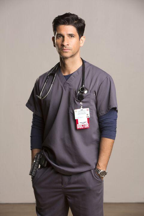(1. Staffel) - Als Oberarzt der Notaufnahme gerät Dr. Neal Hudson (Raza Jaffrey) öfter mal in Konflikt mit Rorish, der Direktorin der Notaufnahme ..... - Bildquelle: Monty Brinton 2015 ABC Studios