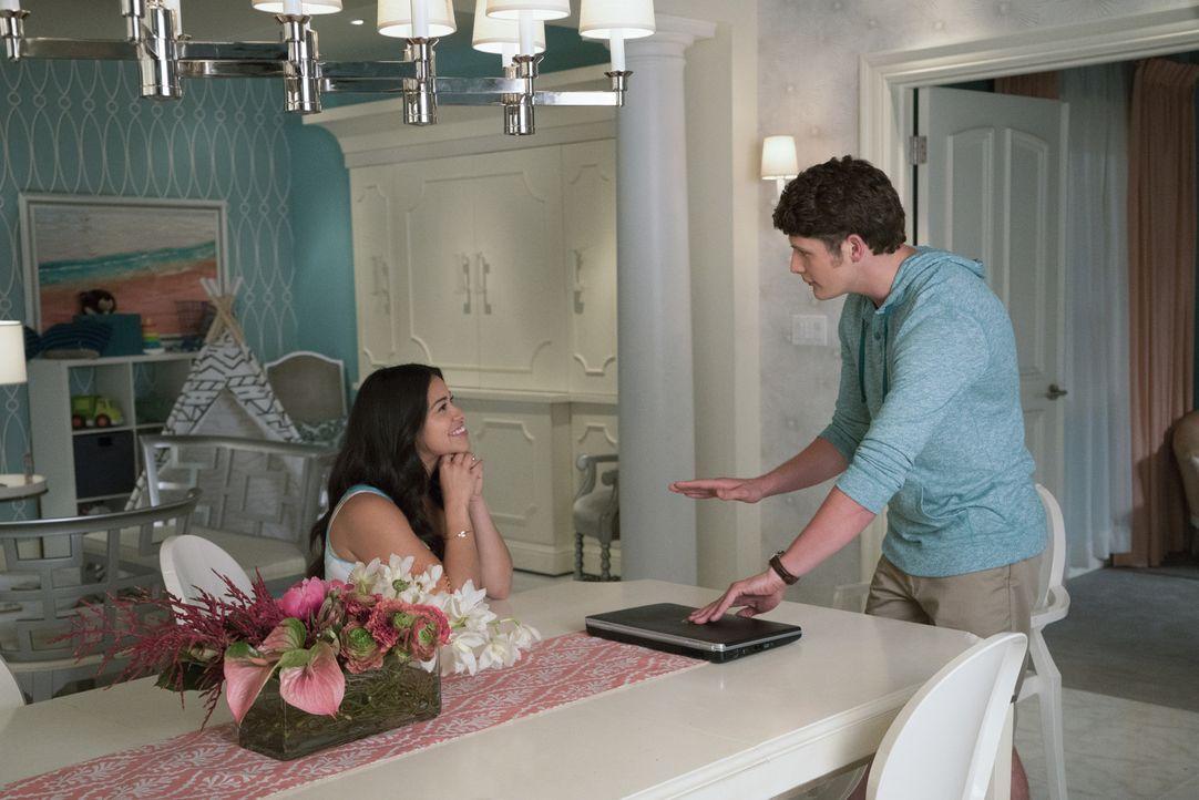 Petra hat zum Muttertags-Brunch geladen und Jane (Gina Rodriguez, l.) hat zugesagt. Doch weder Michael (Brett Dier, r.) noch Xo und Alba haben Lust... - Bildquelle: Michael Desmond 2016 The CW Network, LLC. All rights reserved.
