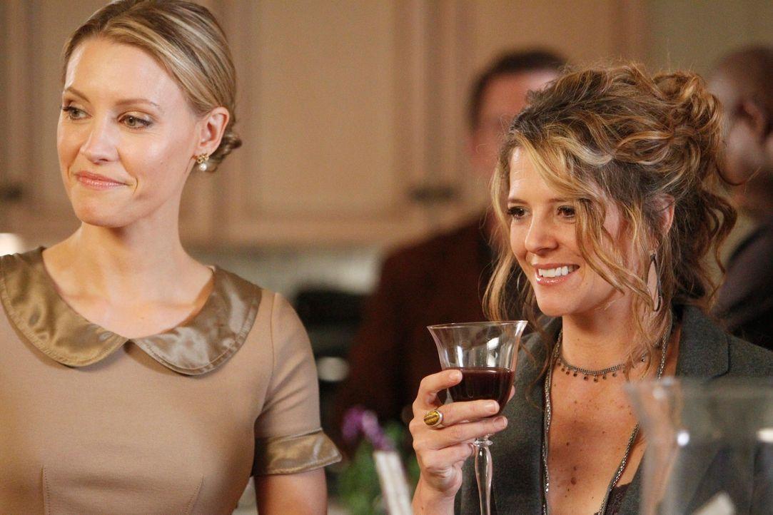 Feiern Thanksgiving gemeinsam bei Addison: Charlotte (KaDee Strickland, l.) und Erica (A.J. Langer, r.) ... - Bildquelle: ABC Studios