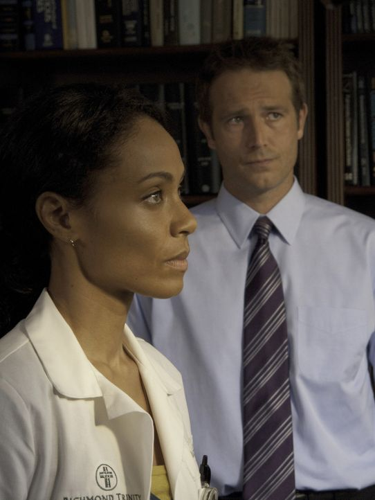 Wollen Leben retten: Oberschwester Christina Hawthorne (Jada Pinkett Smith, l.) und Dr. Tom Wakefield (Michael Vartan, r.) ... - Bildquelle: Sony 2009 CPT Holdings, Inc. All Rights Reserved