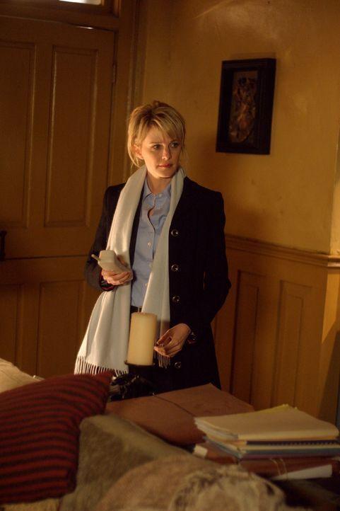 Det. Lilly Rush (Kathryn Morris) muss noch einmal den Selbstmord des Sektenmitglieds Matthew aus dem Jahr 1978 untersuchen ... - Bildquelle: Warner Bros. Television