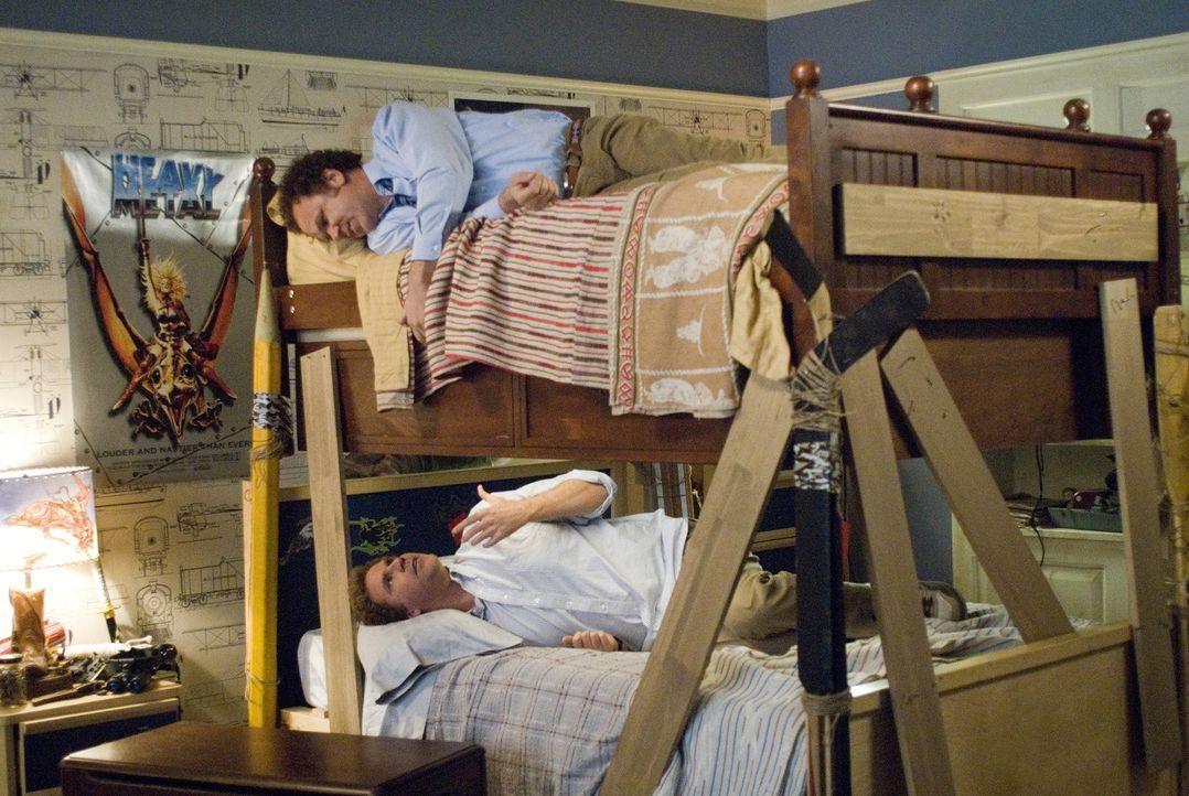 Brennan (Will Ferrell, unten) und Dale (John C. Reilly, oben) werden Stiefbrüder wider Willen, als ihre Eltern heiraten und zusammenziehen. Nun müss... - Bildquelle: 2008 Columbia Pictures Industries, Inc. and Beverly Blvd LLC. All Rights Reserved.