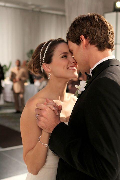 Kurz vor der Hochzeit erinnern sich Brooke (Sophia Bush, l.) und Julian (Austin Nichols, r.) an ihre größten Träume und erkennen, dass endlich all d... - Bildquelle: Warner Bros. Pictures