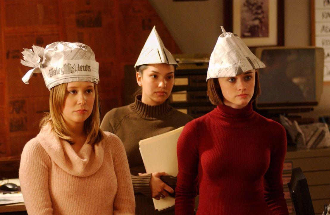 In Yale beginnt für Paris (Liza Weil, l.) und Rory (Alexis Bledel, r.) der Unialltag wieder. Unterdessen will sich Michel unbedingt als Babysitter v... - Bildquelle: 2003 Warner Bros.