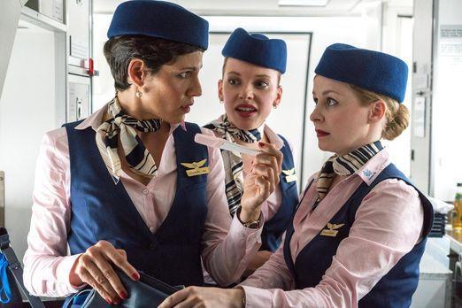 Love is in the Air - Als Charlotte (Jasmin Gerat, l.) und Meli (Judith Neuman...