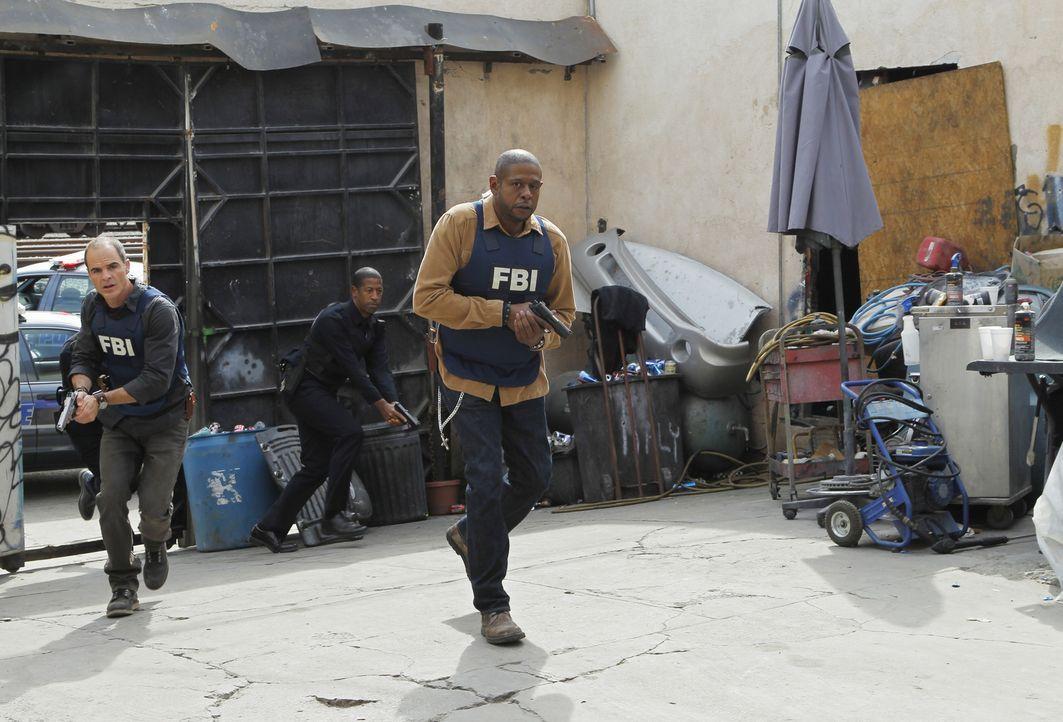 Für Sam (Forest Whitaker, r.), John (Michael Kelly, l.) und das restliche Team, beginnt ein Wettlauf mit der Zeit, um eine entführte Frau, vor dem T... - Bildquelle: ABC Studios