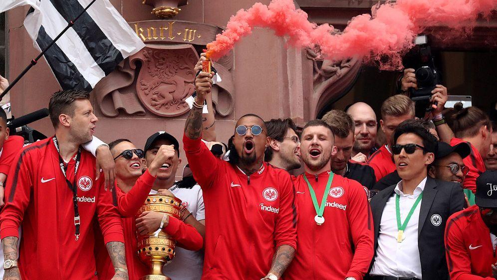 Kevin-Prince Boateng (Mitte) wird Eintracht Frankfurt als Anführer fehlen - Bildquelle: getty