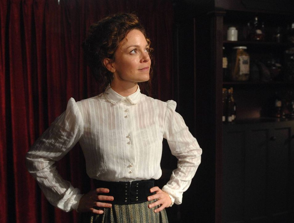 Ingrid (Rachel Boston) setzt ihre Zauberkräfte ein, um eine Reise in die Vergangenheit zu machen ... - Bildquelle: 2013 Lifetime Entertainment Services, LLC. All rights reserved.