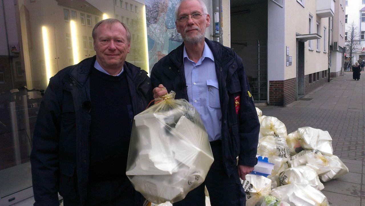(6. Staffel) - Mein Revier - Ordnungshüter räumen auf: Die Mülldetektive Horst Neure (l.) und Thomas Gadow (r.) jagen im Auftrag der Stadt Hannover... - Bildquelle: kabel eins