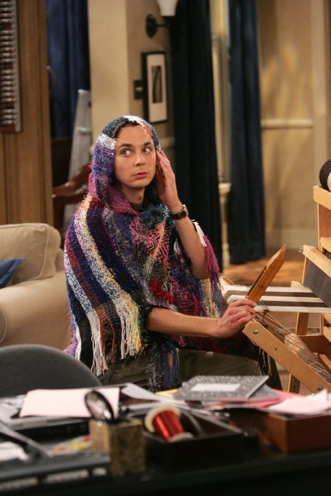 Nachdem Sheldon (Jom Parsons) von seinem Chef gefeuert wurde, nimmt er sich nun Zeit für Experimente, die er schon immer machen wollte, z.B. leucht... - Bildquelle: Warner Bros. Television