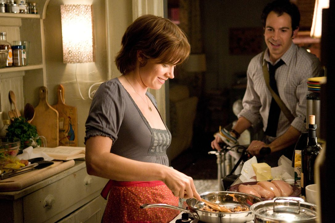 Durch einen ehrgeizigen Plan, verändert sich das Leben von Julie (Amy Adams, l.) und Eric Powell (Chris Messina, r.) ... - Bildquelle: 2009 Columbia Pictures Industries, Inc. All Rights Reserved.