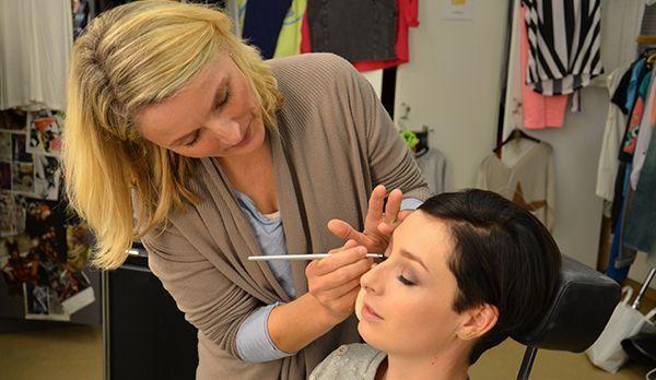 Kathy in der Maske - Bildquelle: kabeleins.de