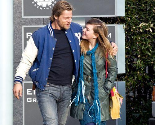 Als Mick (Henning Baum) den neuen Freund seiner Tochter Isabelle (Luise Risch) überprüft, entdeckt er einige Dinge, die ihn keineswegs erfreuen. E... - Bildquelle: Martin Rottenkolber