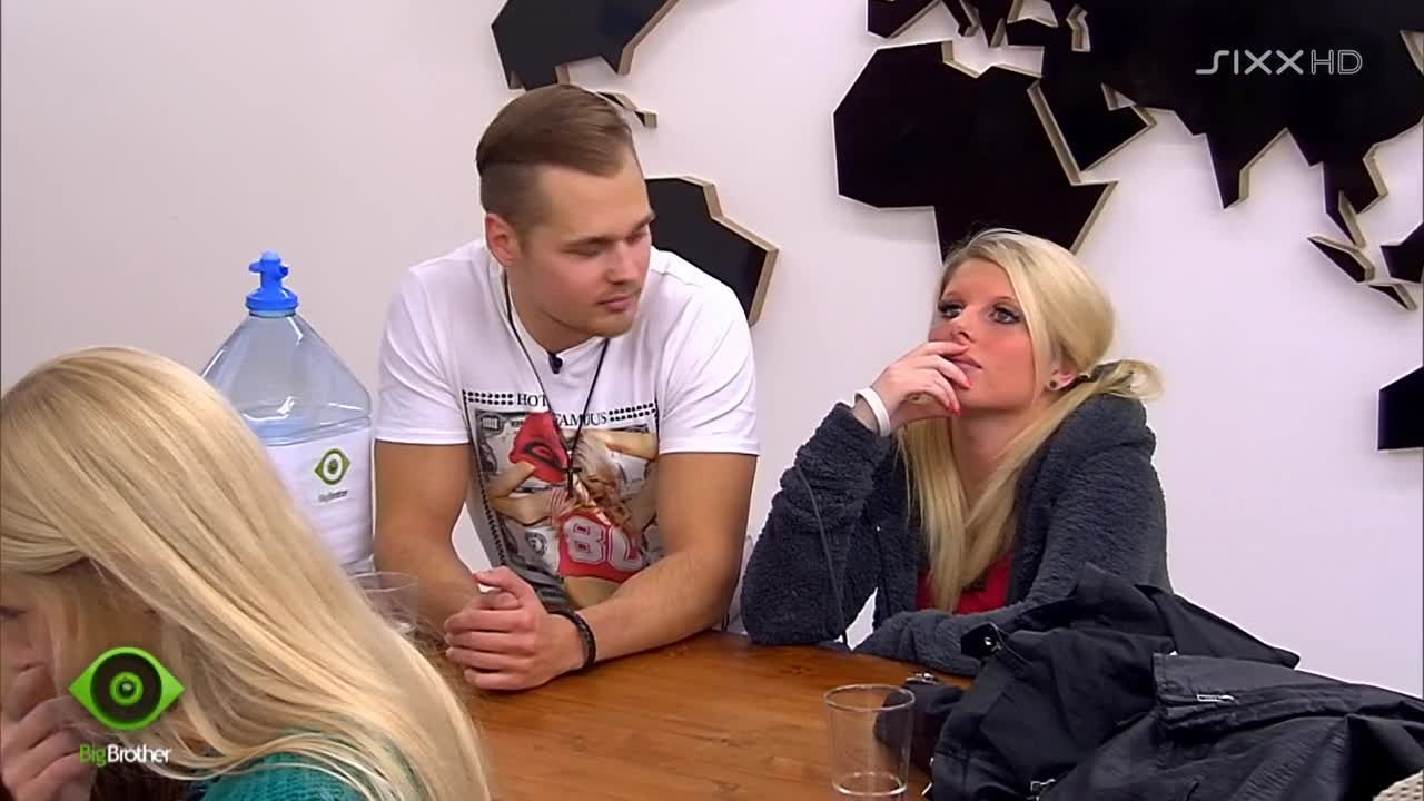 Sharon und Chris diskutieren - Bildquelle: sixx