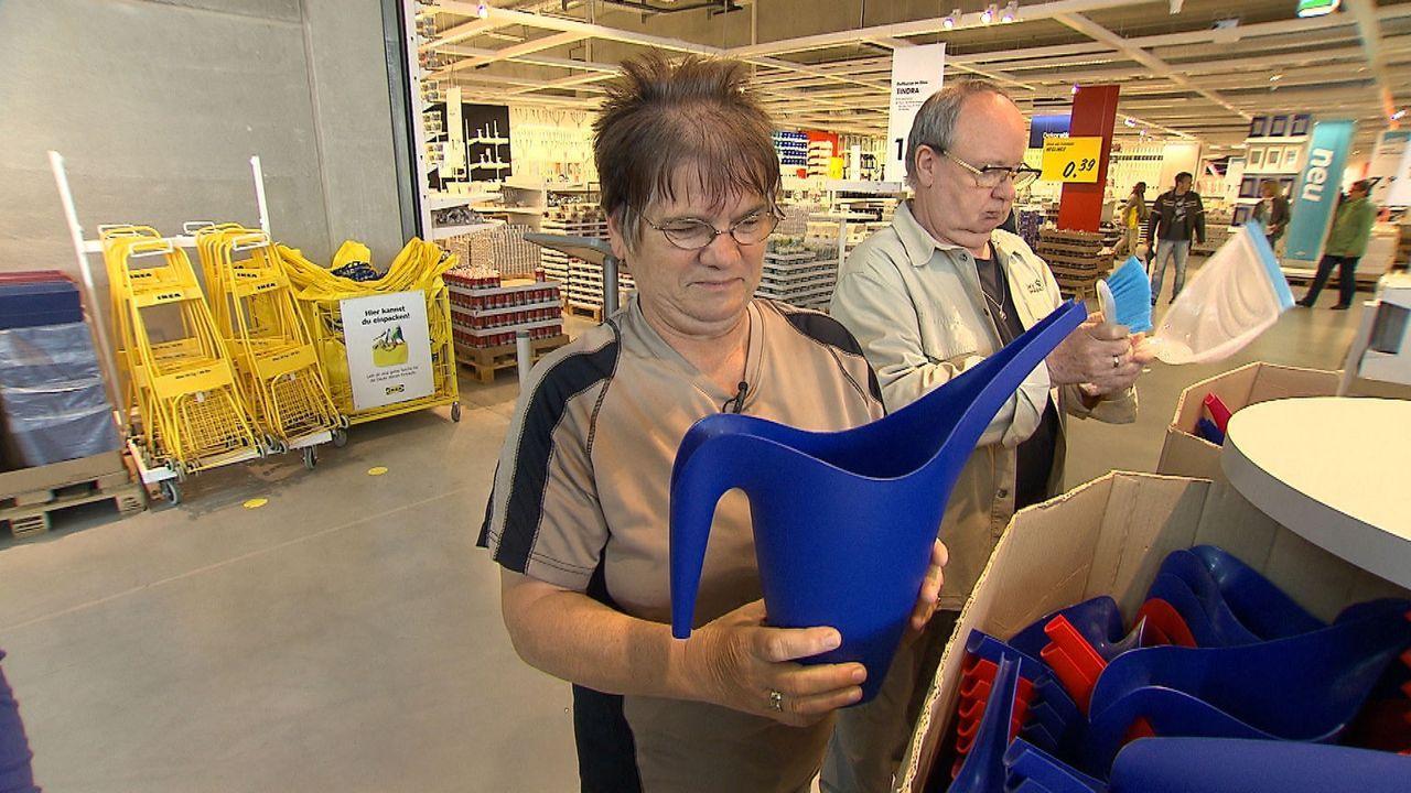 Mitten zwischen Ostberliner Plattenbauten steht die größte Ikea-Filiale Deutschlands. Der blau-gelbe Möbelgigant lockt die Siedlungsbewohner nicht n... - Bildquelle: SAT.1