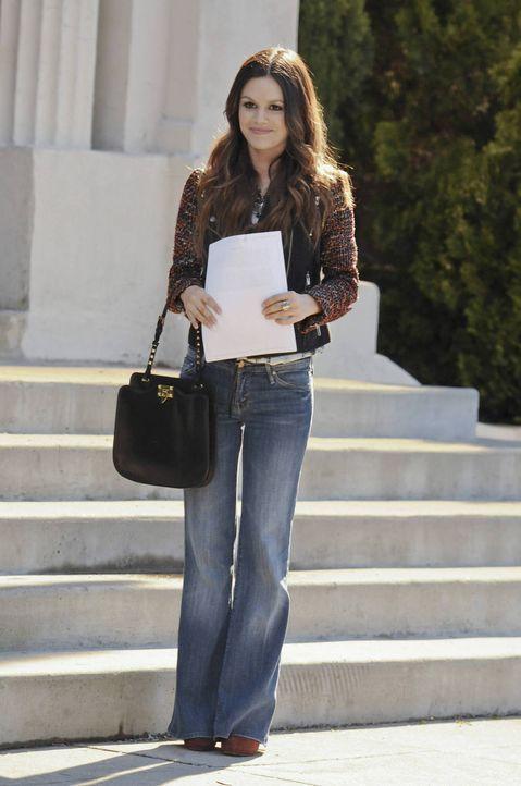 Zoe (Rachel Bilson) will Lavon bei den Vorbereitungen für die Cocktailparty helfen. Als sie auf der Feier jedoch gebeten wird, eine Rede für George... - Bildquelle: Warner Bros.