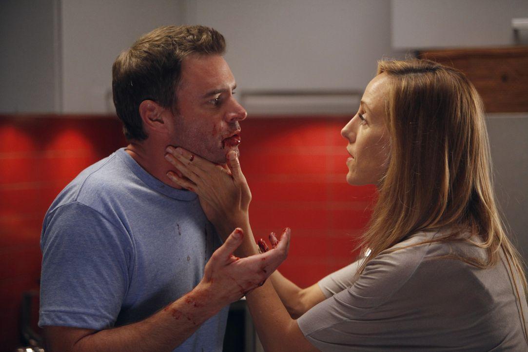 Henrys Wunsch Medizin zu studieren verursacht den ersten Streit zwischen ihm und Teddy (Kim Raver, r.). Als Teddy nach der Arbeit nach Hause kommt,... - Bildquelle: ABC Studios