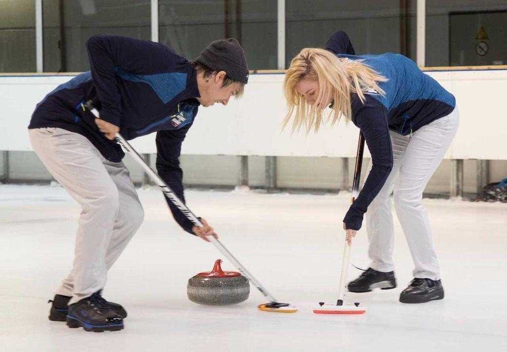 Youtube-Stars beim Curling - Bildquelle: ProSieben/Jens Hartmann