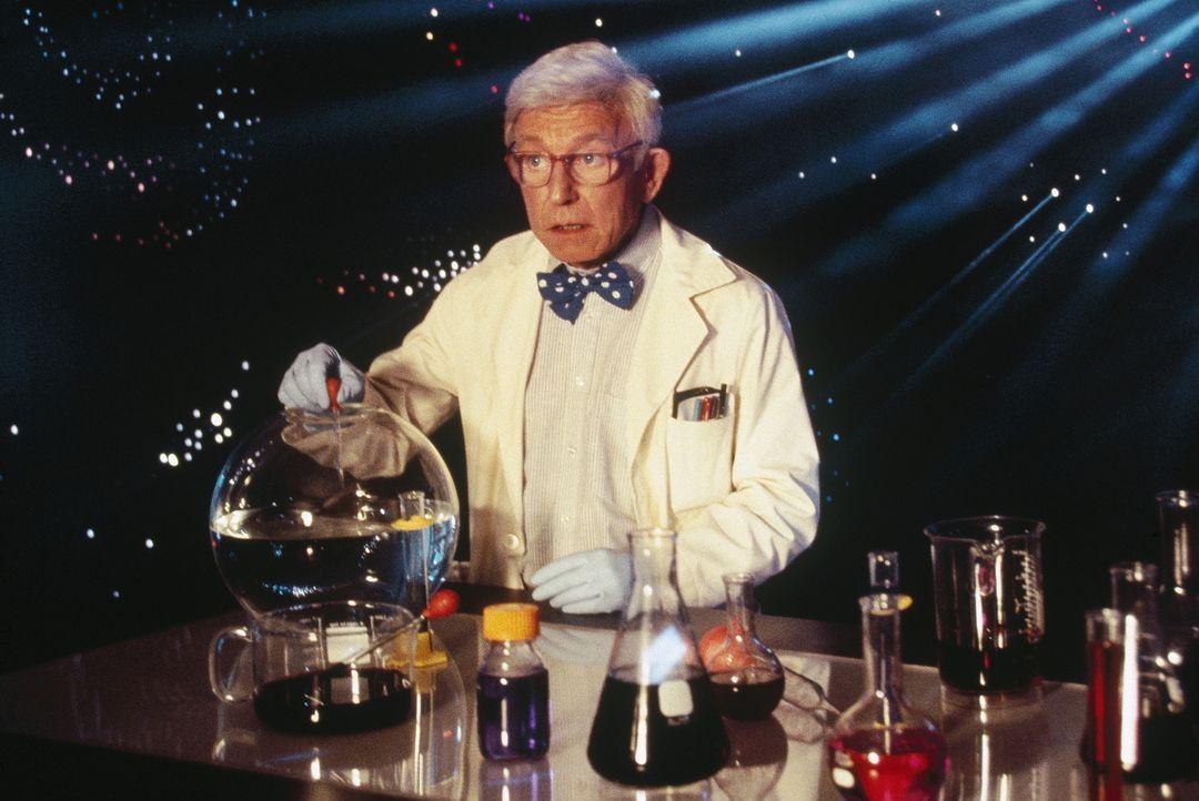 Auf der Suche nach dem Geheimnis des magischen violetten Lichts: Prof. Ravetch (Henry Gibson) ... - Bildquelle: WALT DISNEY COMPANY