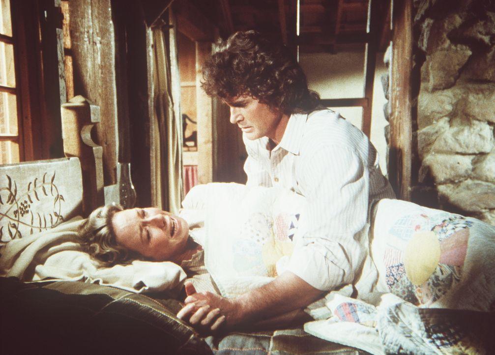 Charles (Michael Landon, r.) kümmert sich um seine Frau Caroline (Karen Grassle, l.), die einen Nervenzusammenbruch hat ... - Bildquelle: Worldvision