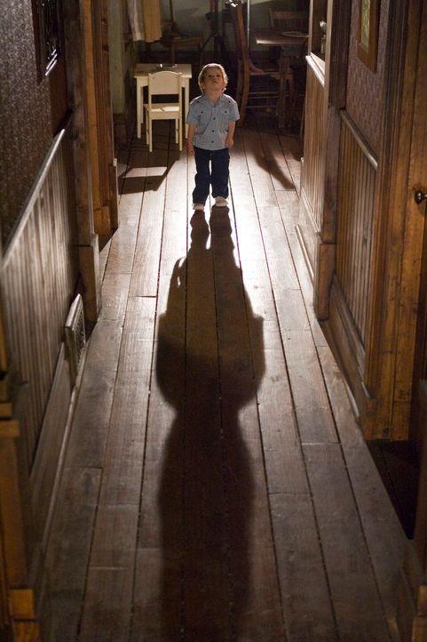 Im Visier unheimlicher Geister: Ben (Evan / Theodore Turner) ... - Bildquelle: 2005 GHP-3 SCARECROW, LLC.