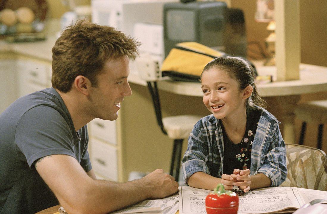 Als Ollie Trinke (Ben Affleck, l.) auch noch seinen Job verliert, muss er mit seiner Tochter Gertie (Raquel Castro, r.) zu seinem Vater nach New Jer... - Bildquelle: Peter Sorel Miramax Films. All rights reserved
