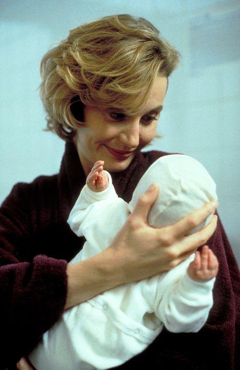 Kann keine Kinder bekommen und entscheidet sich, eine Leihmutter zu suchen: Sabine Jansen (Stella Vordemann) ... - Bildquelle: ProSieben