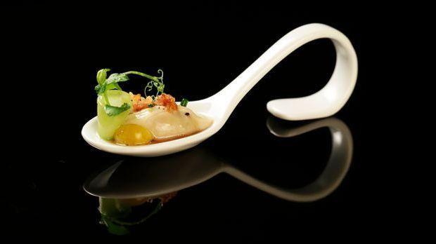The-Taste-Stf01-Epi06-Pochierte-Austern-Felicitas-Then-02-SAT1