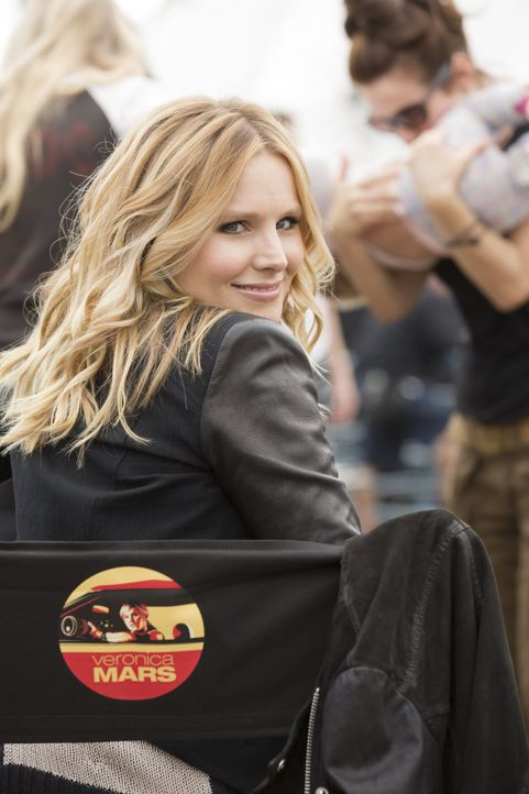"Kristen Bell am Set von ""Veronica Mars"" ... - Bildquelle: 2014 Warner Bros. Entertainment, Inc."
