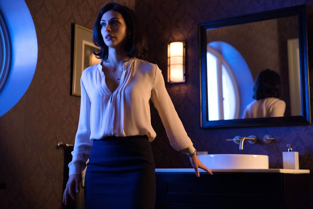 Wird von Barbara nach all dem was geschehen ist bedroht: Leslie Thompkins (Morena Baccarin) ... - Bildquelle: Warner Bros. Entertainment, Inc.