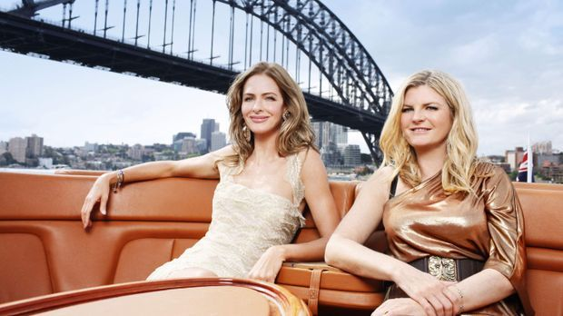 Trinny and Susannah Couch