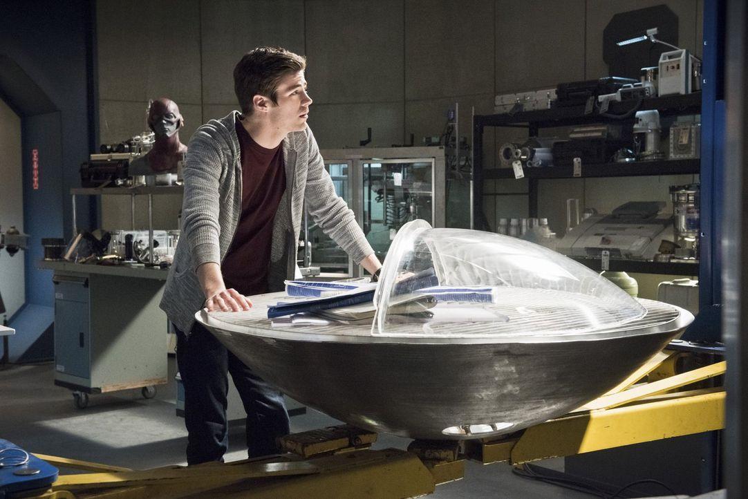Wie würde Barrys (Grant Gustin) Leben aussehen, wenn seine Mutter nicht vom Reverse-Flash getötet worden wäre? - Bildquelle: Warner Brothers.
