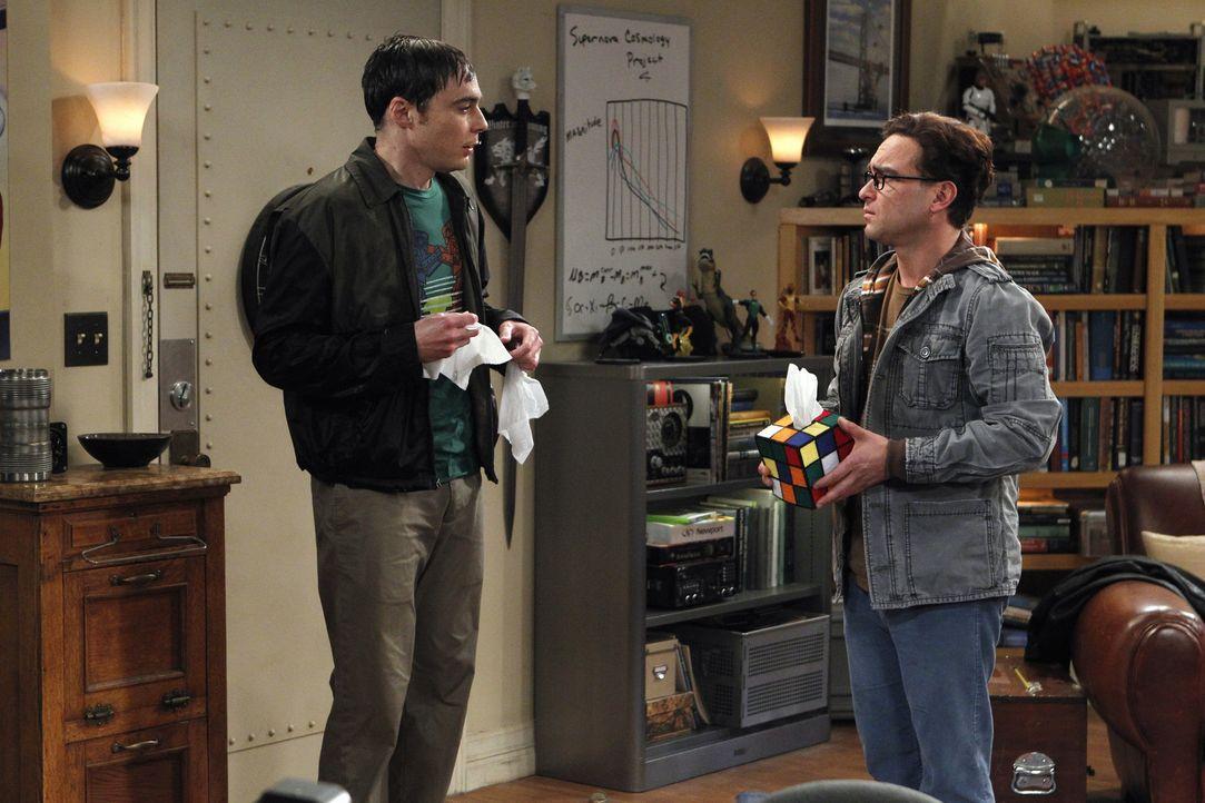 Der Besuch von Sheldons (Jim Parsons, l.) Mutter Mary, bringt sein und Leonards (Johnny Galecki, r.) Leben durcheinander ... - Bildquelle: Warner Bros. Television