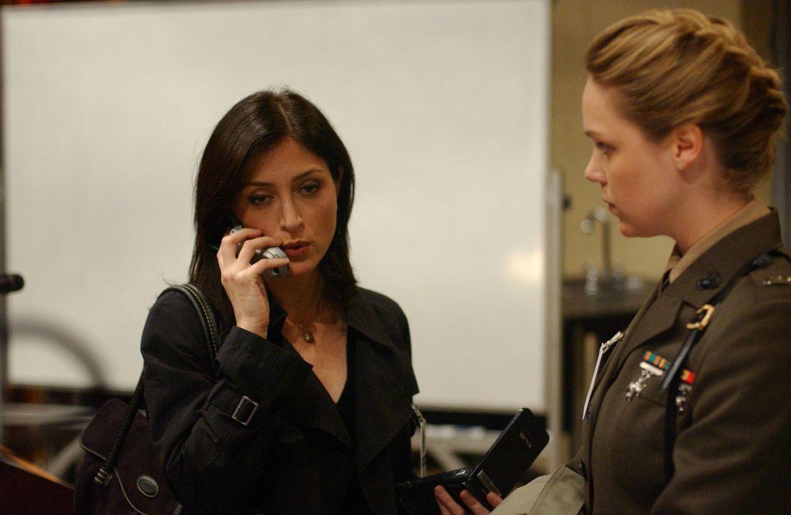 Kate Todd (Sasha Alexander, l.) wird von Gibbs nach Paraguay geschickt, um einen neuen mysteriösen Fall zu lösen ... - Bildquelle: CBS Television