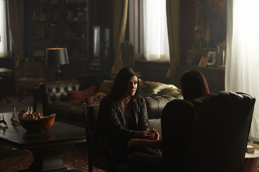 Bekommt das Rudel dank Ruth (Tammy Isbell, l.) und Paige Antworten darüber, wo Elena ist? - Bildquelle: 2015 She-Wolf Season 2 Productions Inc.