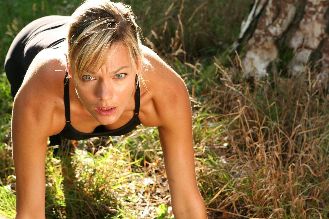 Noch ahnt Amanda (Crystal Allen) nicht, dass sie im Visier einer Anakonda ist ... - Bildquelle: 2008 Worldwide SPE Acquisitions Inc. All Rights Reserved.