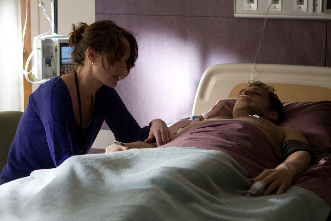 Kinderärztin Elizabeth Clemson (Lena Headey, l.), dass Terry (Josh Lucas, r.) mit dem Spenderherzen ein neues und langes Leben führen kann. Doch ber...