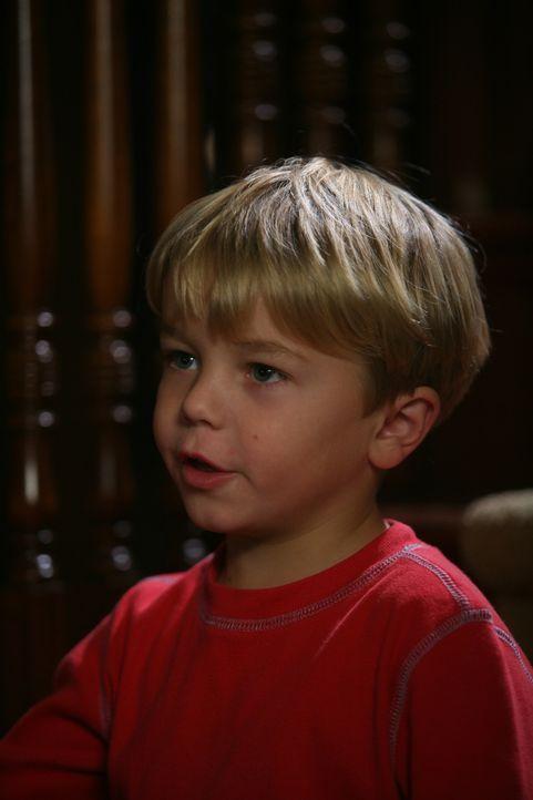 Weihnachten steht vor der Tür. Lausbub Dennis (Maxwell Perry Cotton) überprüft noch mal seine Geschenke. Was soll er nur seinem Nachbarn Mr. Wils...