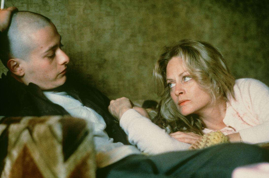 Seit der Kindheit ist Danny (Edward Furlong, l.) der größte Anhänger seines radikalen Bruders Derek. Doch dieser hat sich im Gefängnis stark verände... - Bildquelle: Kinowelt Filmverleih