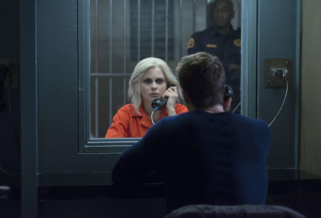 Ihr Bemühungen Clive zu helfen, seine Unschuld zu beweisen, bringen schließlich Liv (Rose McIver) hinter Gittern ... - Bildquelle: 2014 Warner Brothers