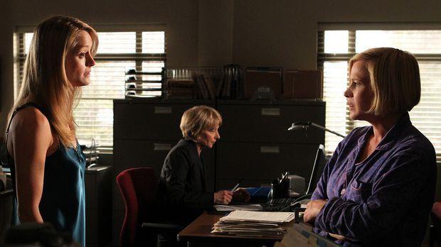 Der Geist von Mary-Louise Graff (Teri Polo, l.) nimmt Kontakt zu Allisons (Pa...