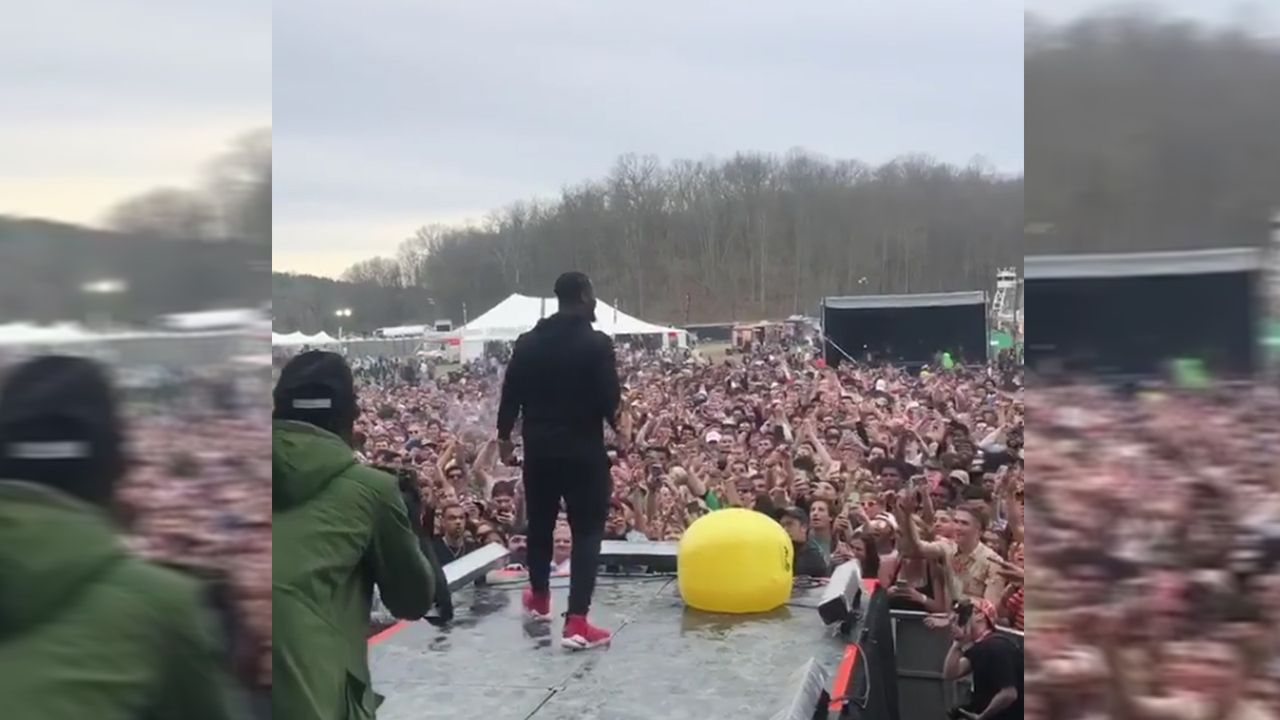 Bell on stage - Bildquelle: Instagram/leveonbell