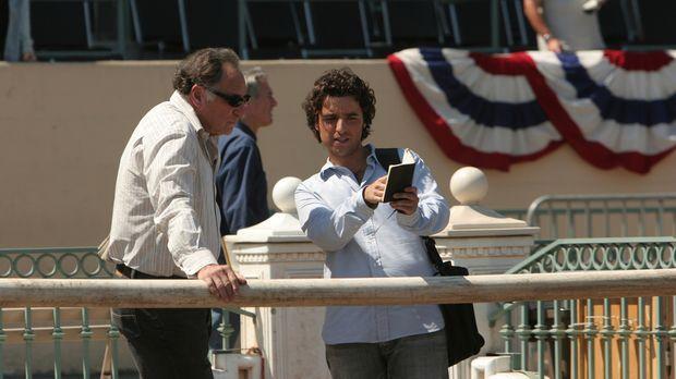 Helfen Don bei seinen Recherchen: Charlie (David Krumholtz, r.) und Alan (Jud...