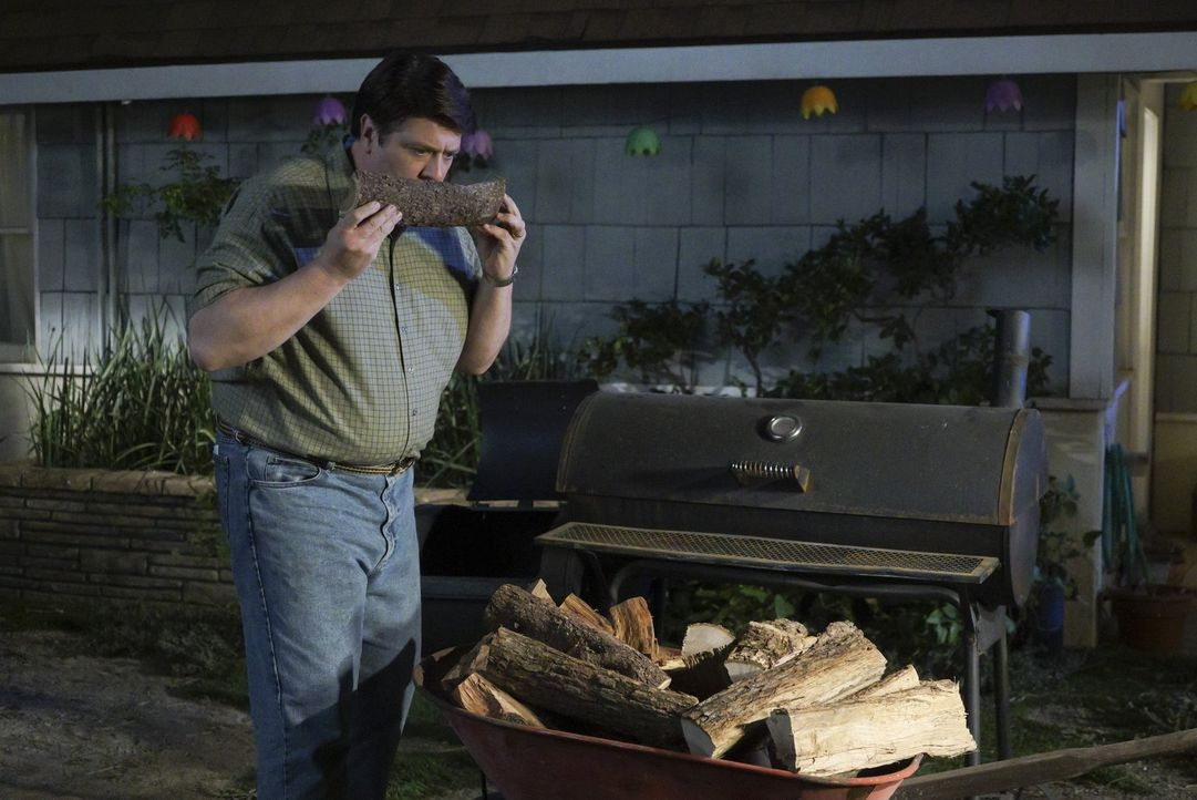 Im Glauben, endlich das Originalrezept für Rinderbrust von Meemaw in den Händen zu halten, macht sich George (Lance Barber) gleich an die Arbeit. Do... - Bildquelle: Warner Bros.