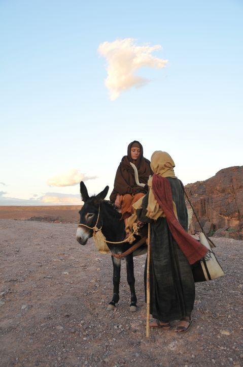 Auf dem Weg von Nazareth nach Bethlehem: Maria und Joseph kommen den Überlieferungen nach, zur Geburt von Jesus Christus in einem Stall unter.... - Bildquelle: 2011 - Parthenon Entertainment Ltd. All rights reserved.