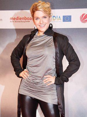 jeanette-biedermann-08-09-27-filmpremiere-WENN - Bildquelle: WENN.com