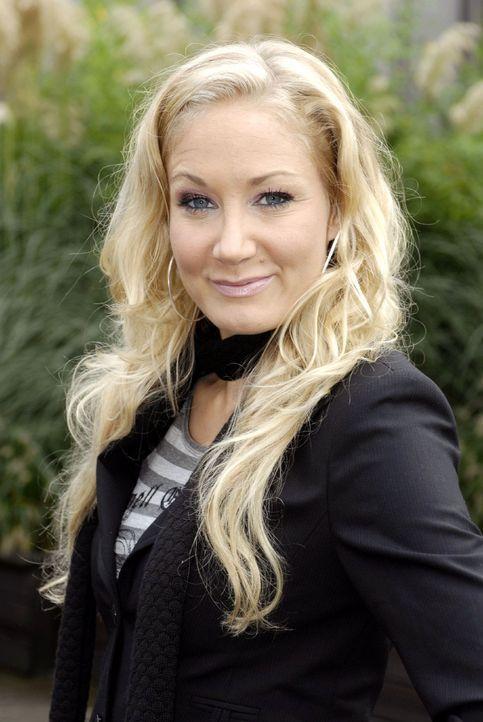 Mit Janine Kunze ist die WG der DREISTEN DREI komplett. - Bildquelle: Sat.1