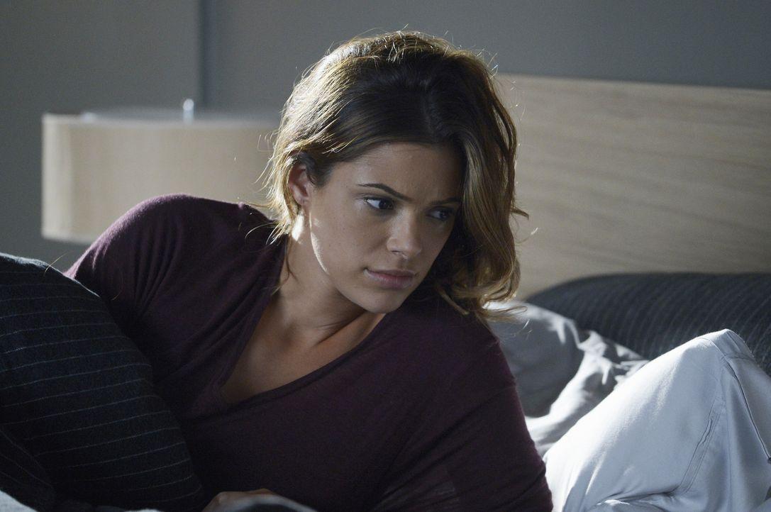 Wird Natalie (Anabelle Acosta) herausfinden, dass Ryan Alex unterstützt, um ihre Unschuld beweisen zu können? - Bildquelle: Philippe Bosse 2015 ABC Studios